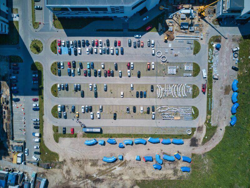 佐野アウトレットの駐車場は満車になる?
